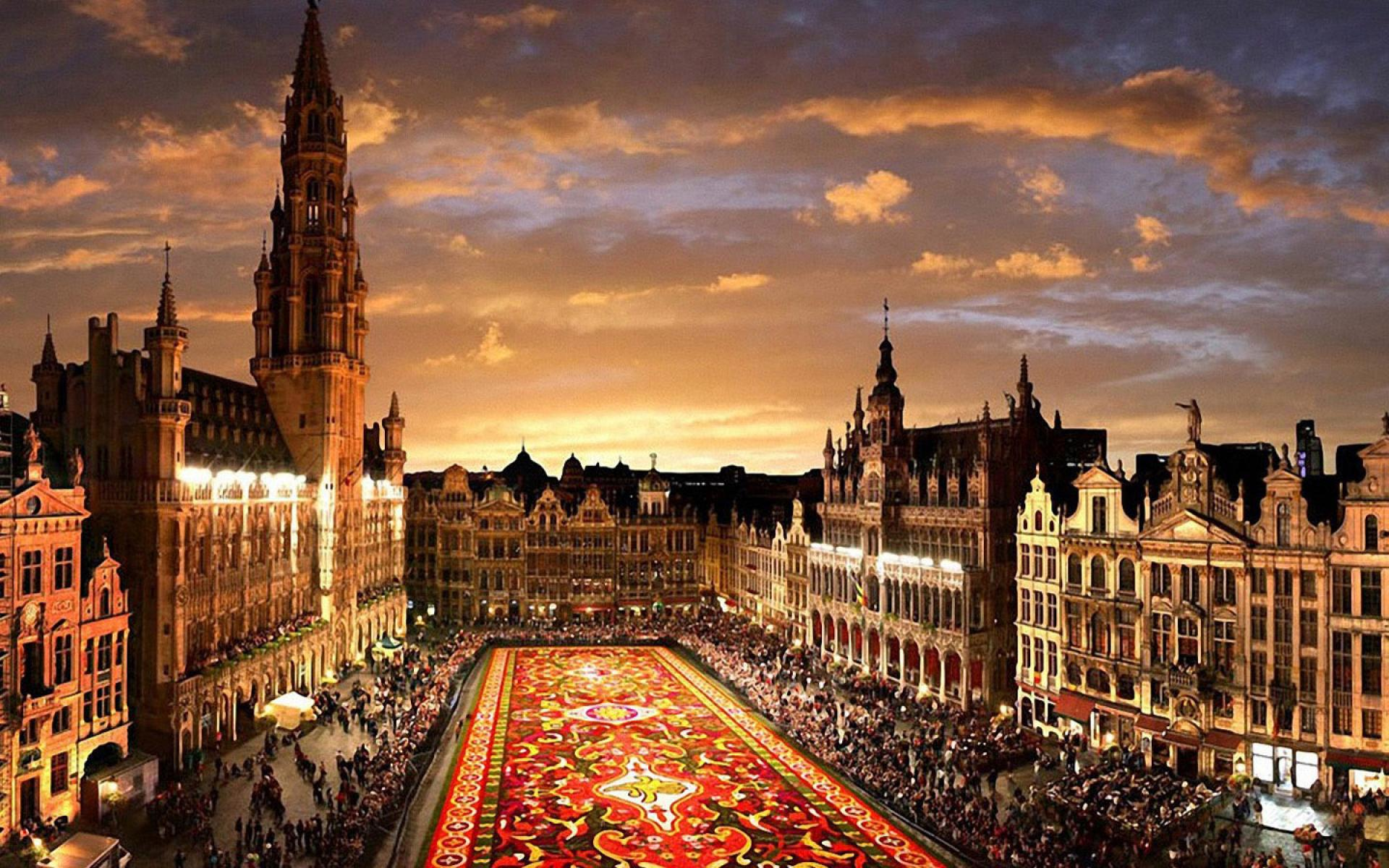 Main Square in Belgium by Night 1118.11 Kb
