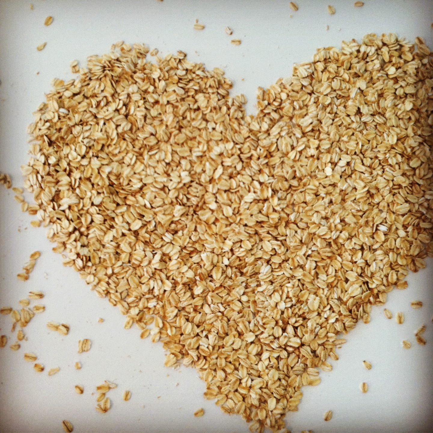 Chipped Oats in a Shape of Heart 722.18 Kb