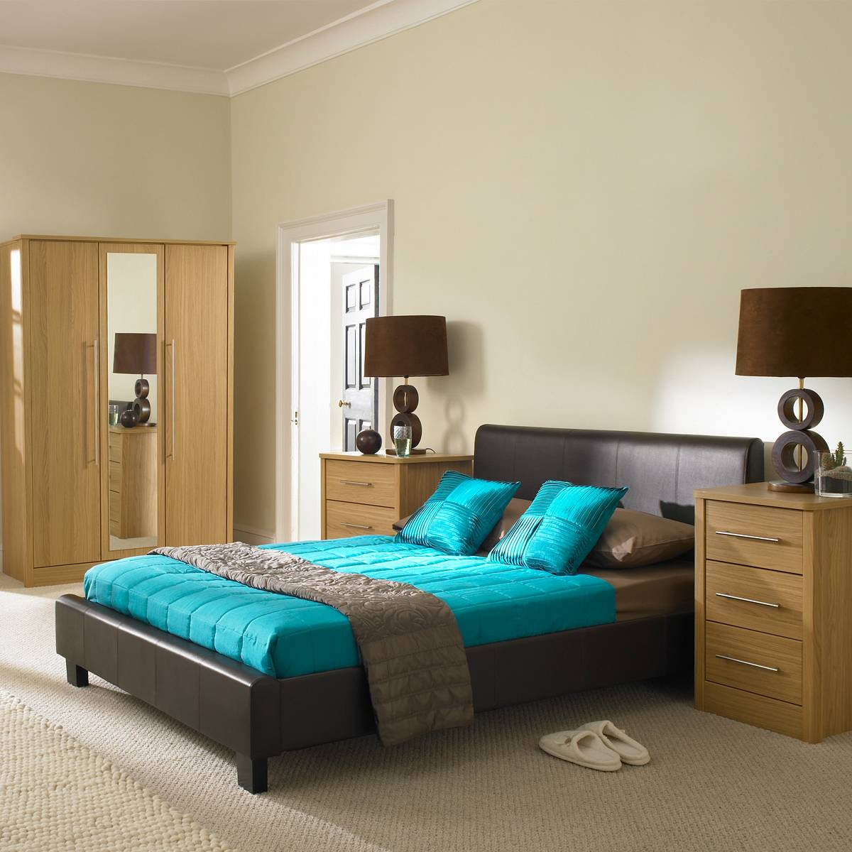 Big Bedroom with Blue Bed 687.66 Kb