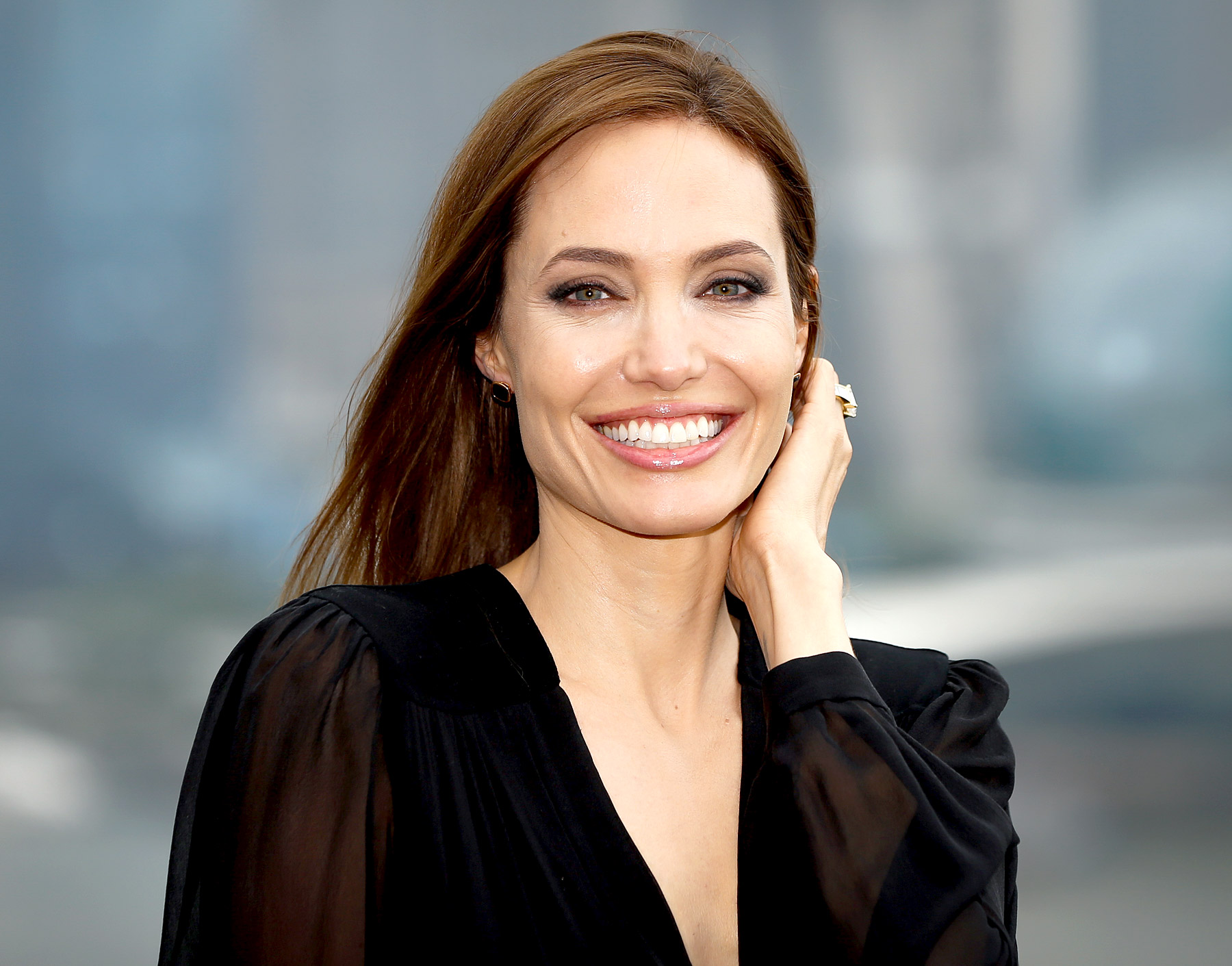 Angelina Jolie Smile 520.75 Kb