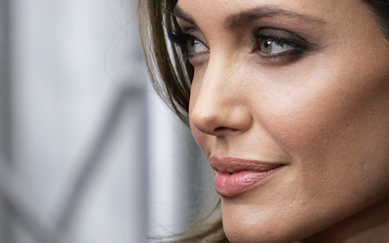 Angelina Jolie Face 520.75 Kb