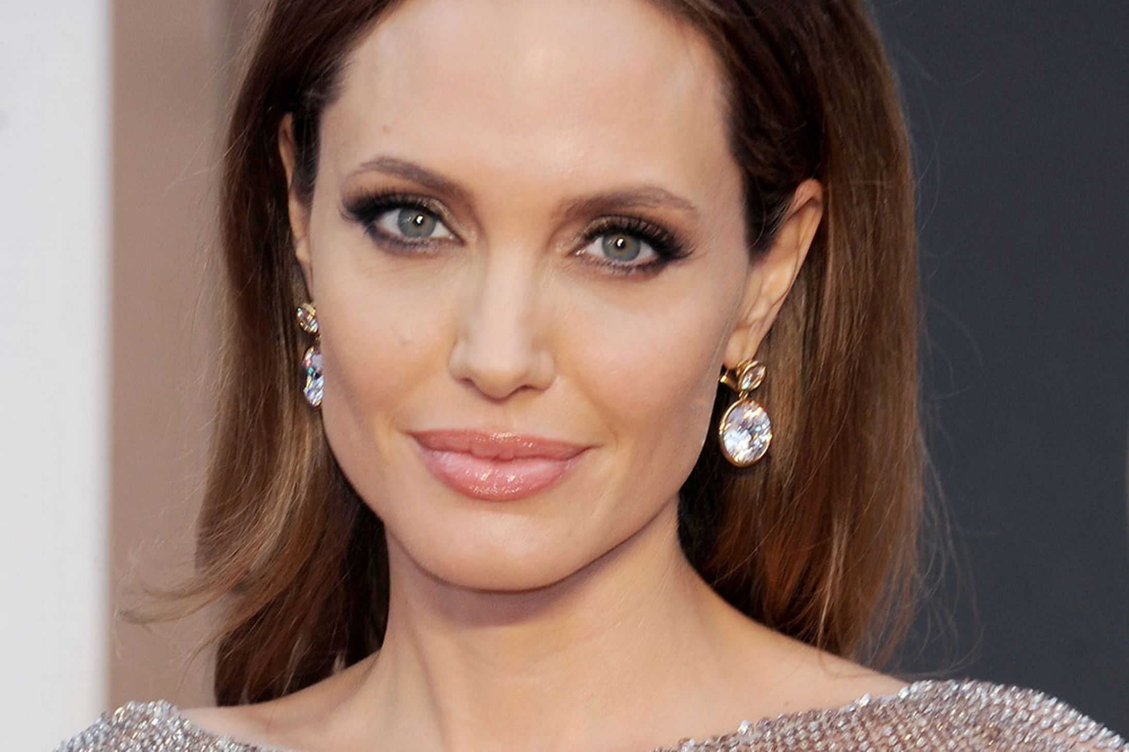 American Actress Angelina Jolie  520.75 Kb