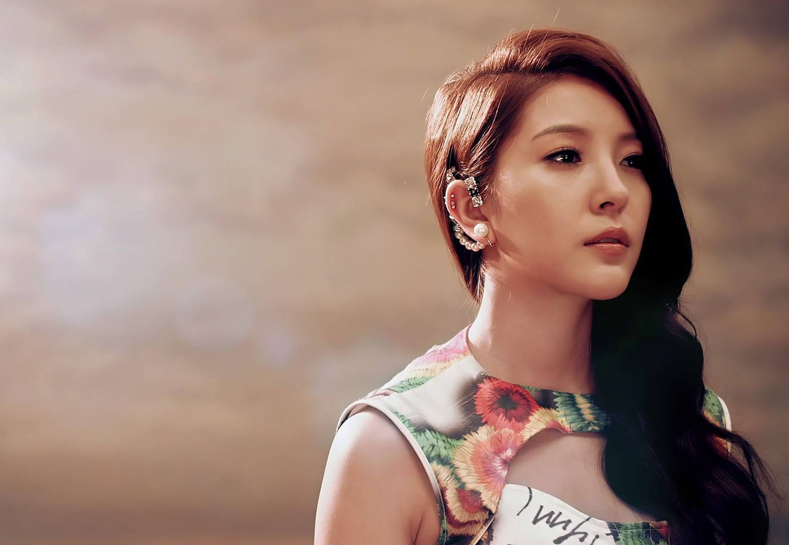 Boa with Unusual Ear Rings