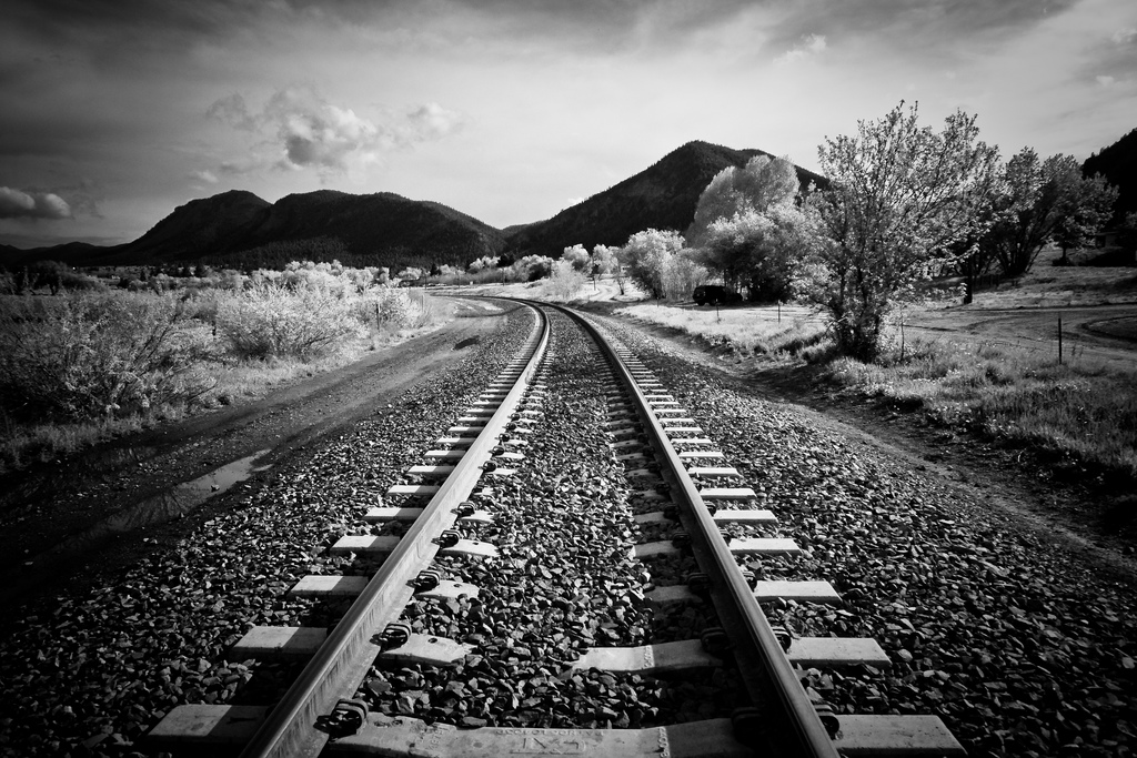 Black and White Railway 720.68 Kb