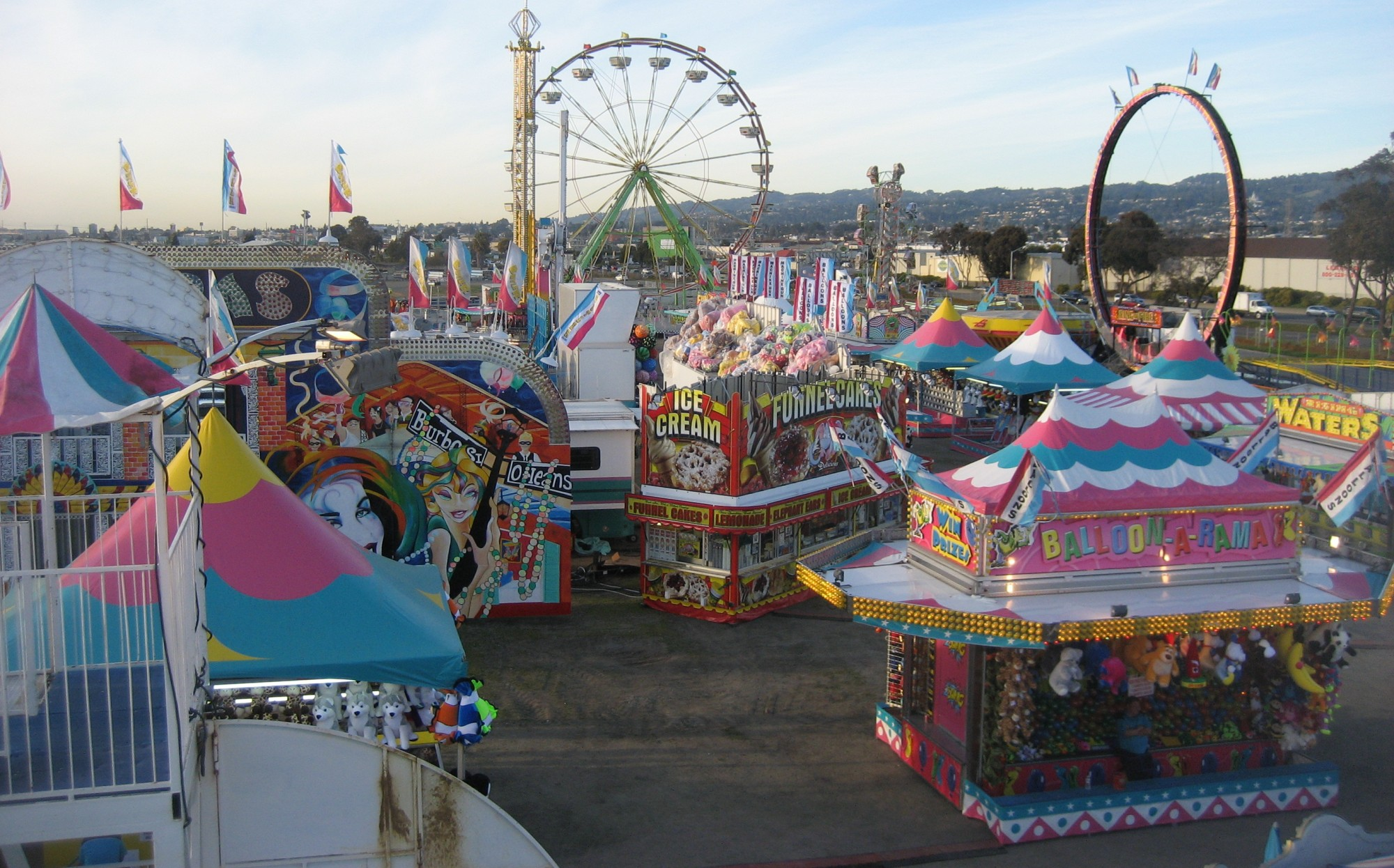 Carnival Fair in the Morning 300.33 Kb