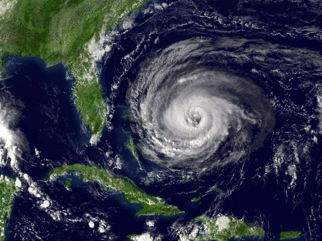 Hurricane Near Florida on a Map 746.42 Kb