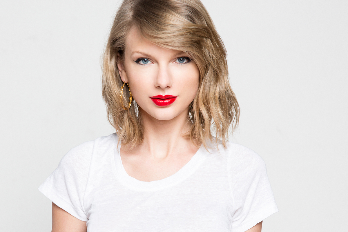 Taylor Swift Modeling 672.73 Kb
