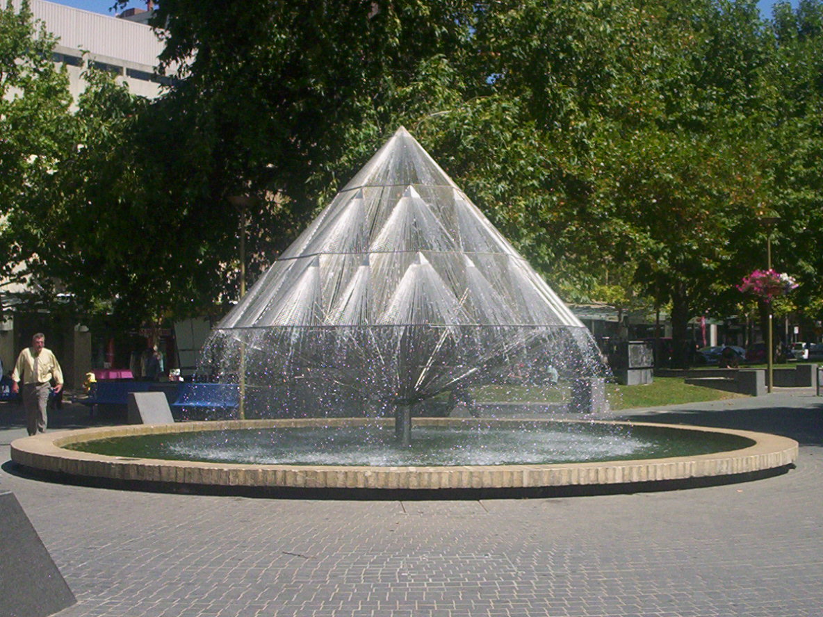 Fountain Pyramid Design 639.08 Kb