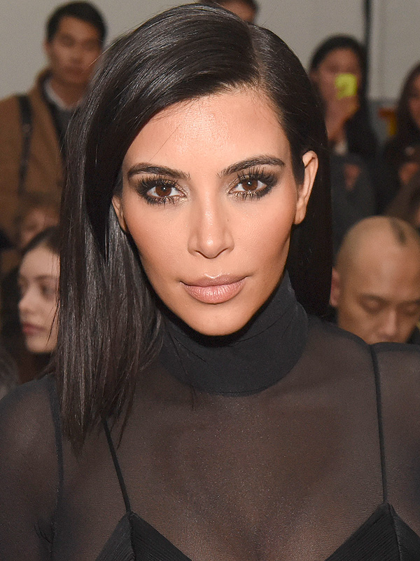 Kim Kardashian in a Black Dress 251.47 Kb