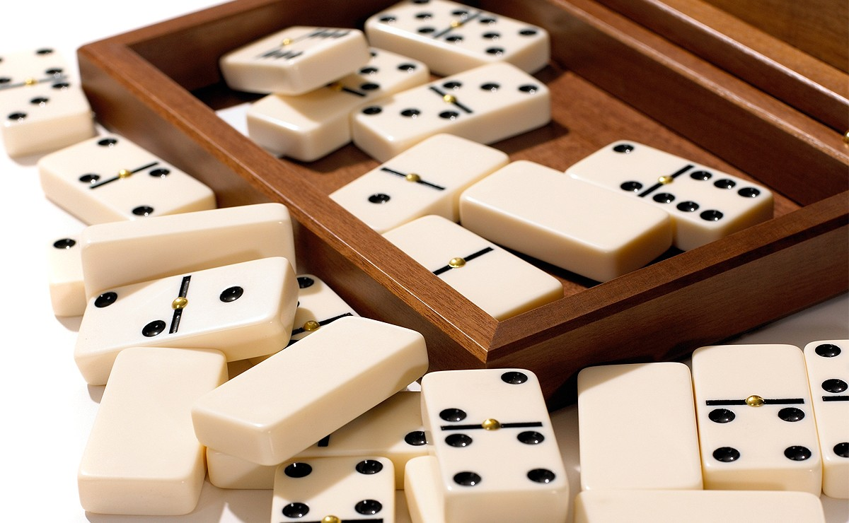 Dominoes Tiles in a Box