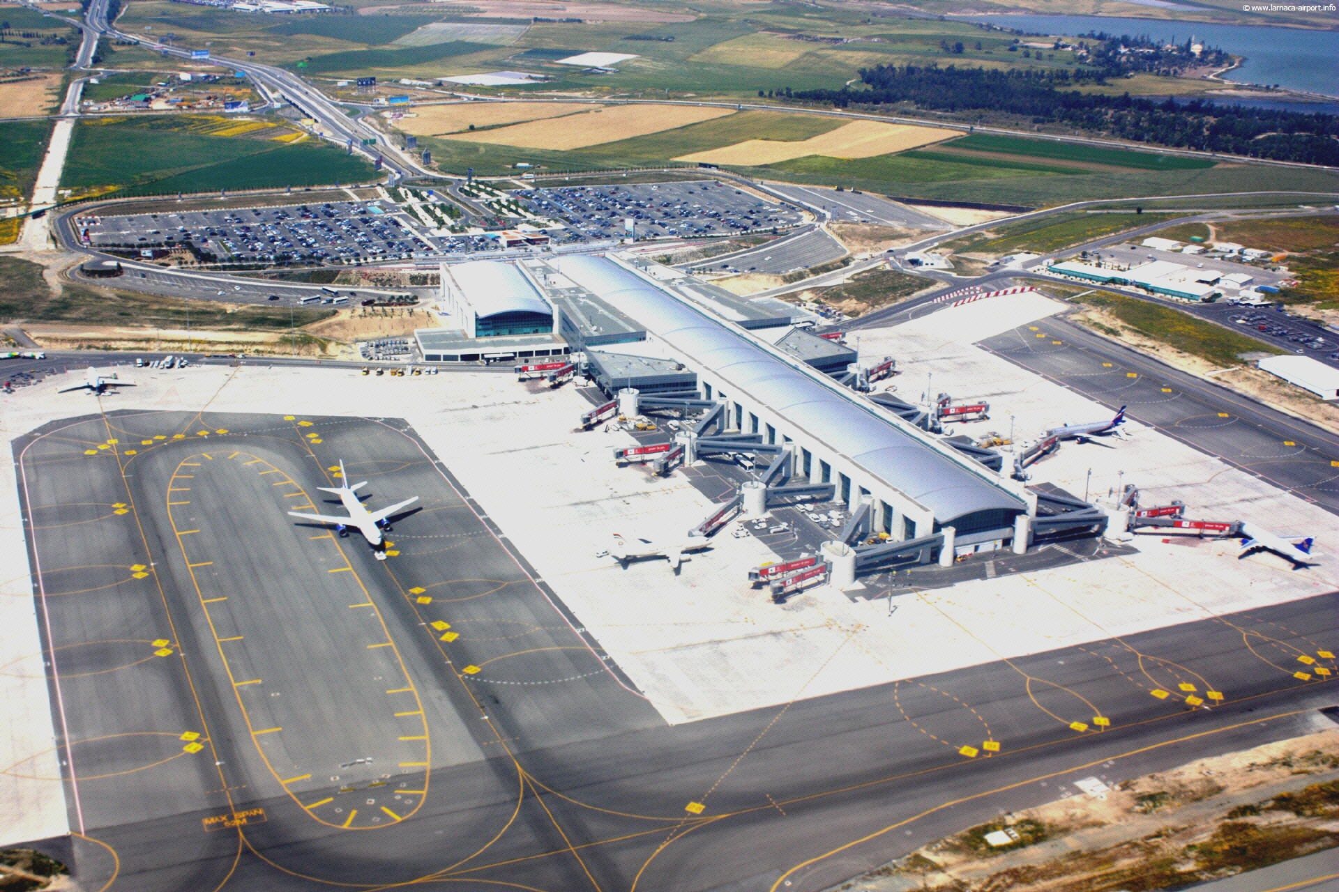 Airport at Bird Eye Panorama 589.42 Kb