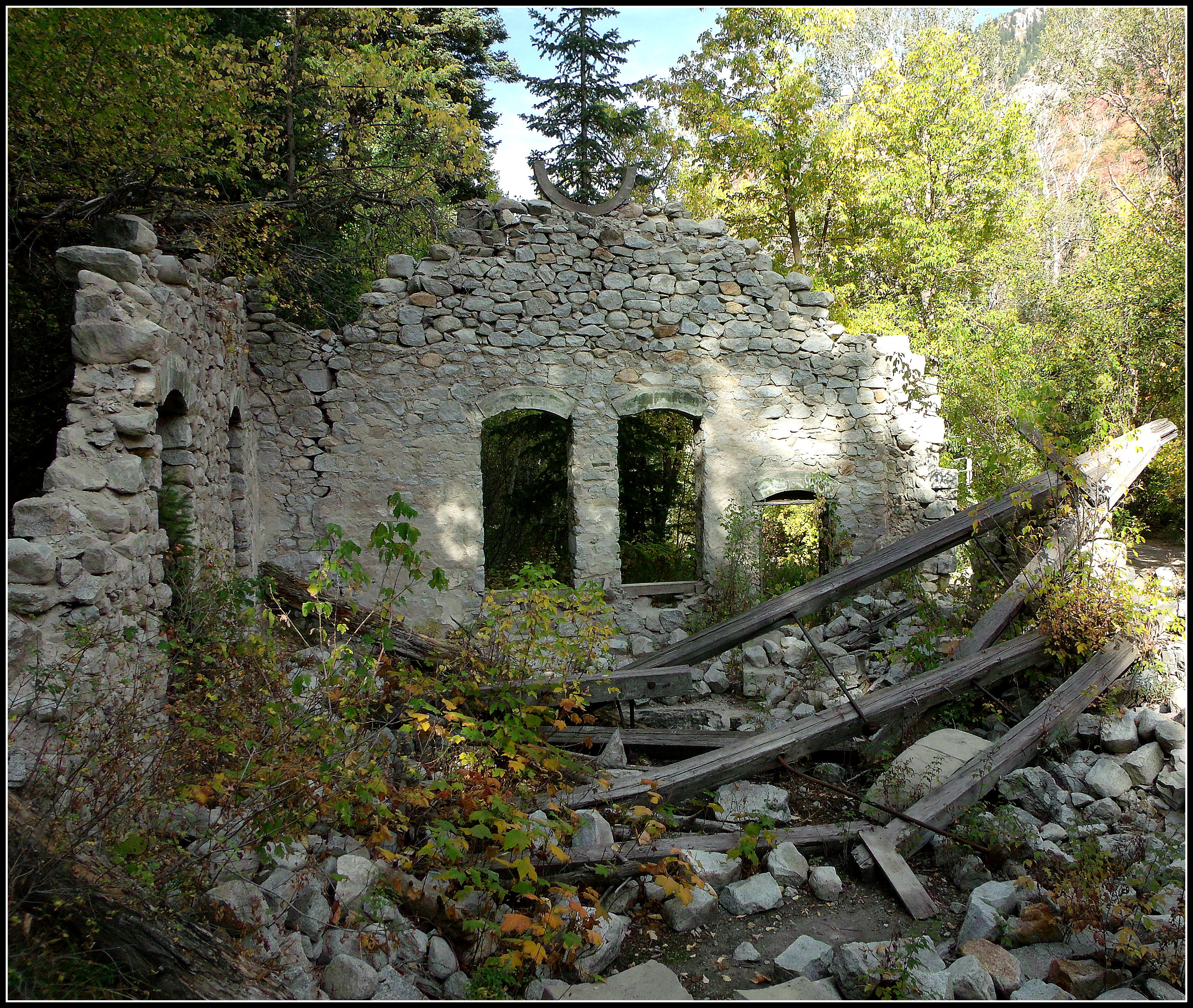 Ruins of Old Settlement 819.72 Kb