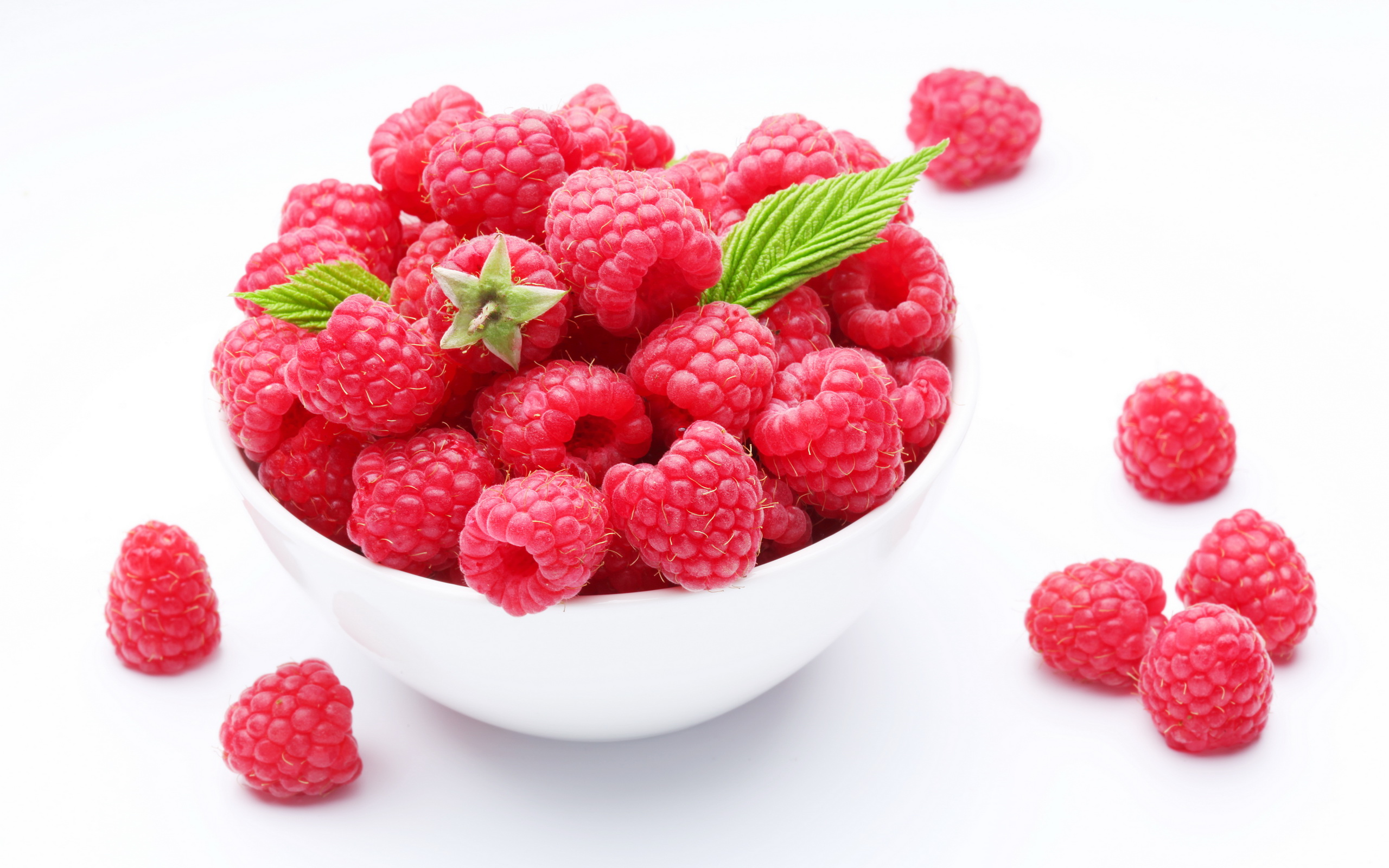 Fresh Raspberries in a Bowl 3017.41 Kb