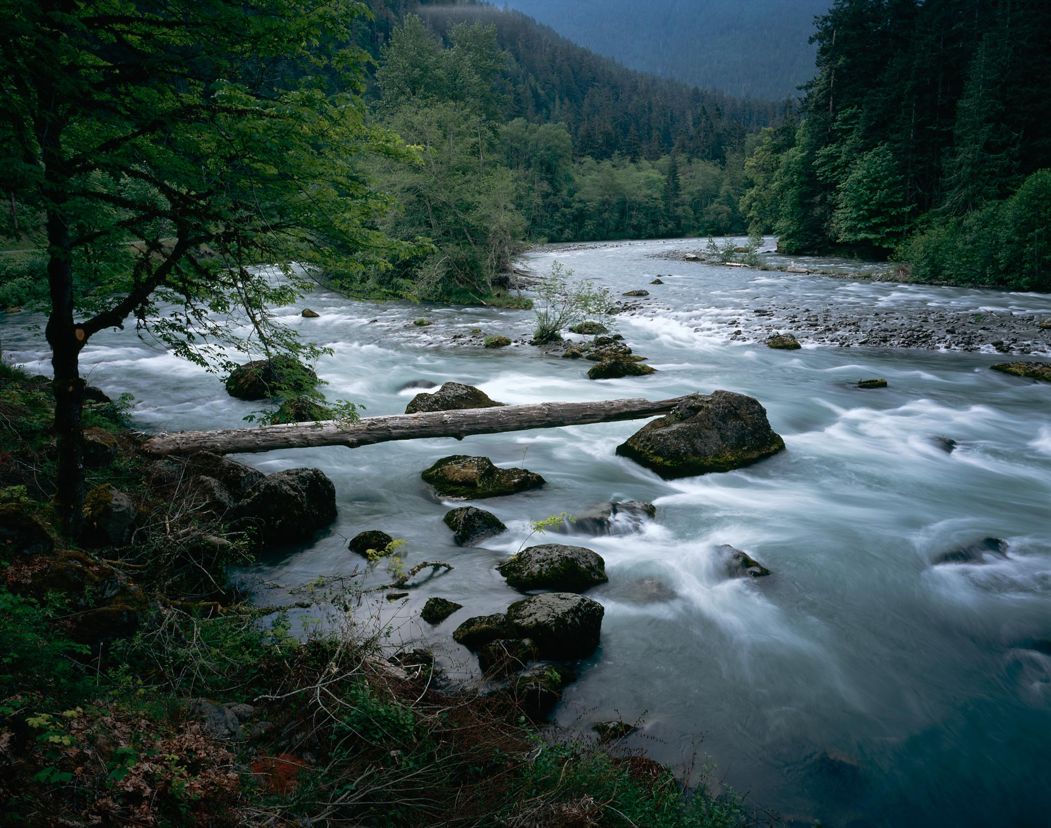 Mountain River Flow 912.78 Kb