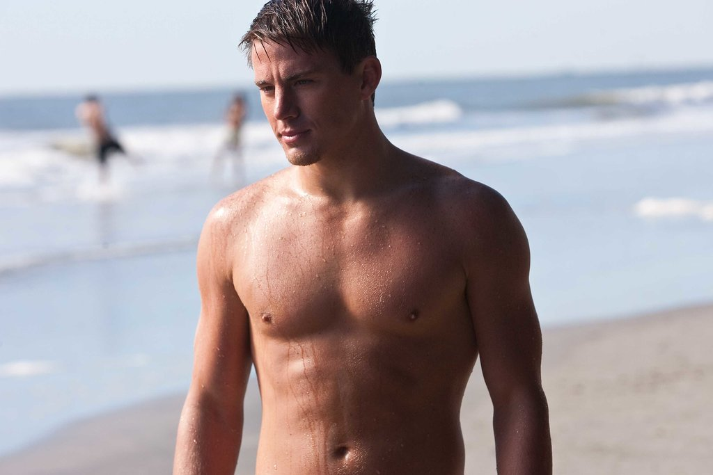 Channing Tatum on a Beach 70.71 Kb