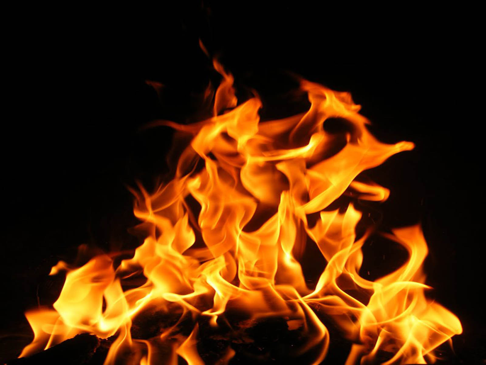 Fire Flames Wallpaper 192.43 Kb