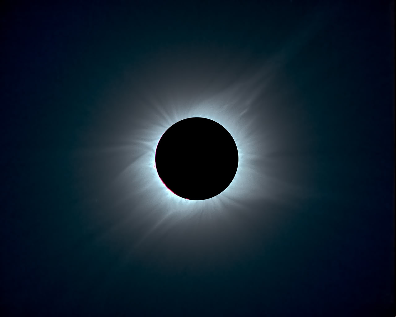 Dark Eclipse Wallpaper 1046.13 Kb