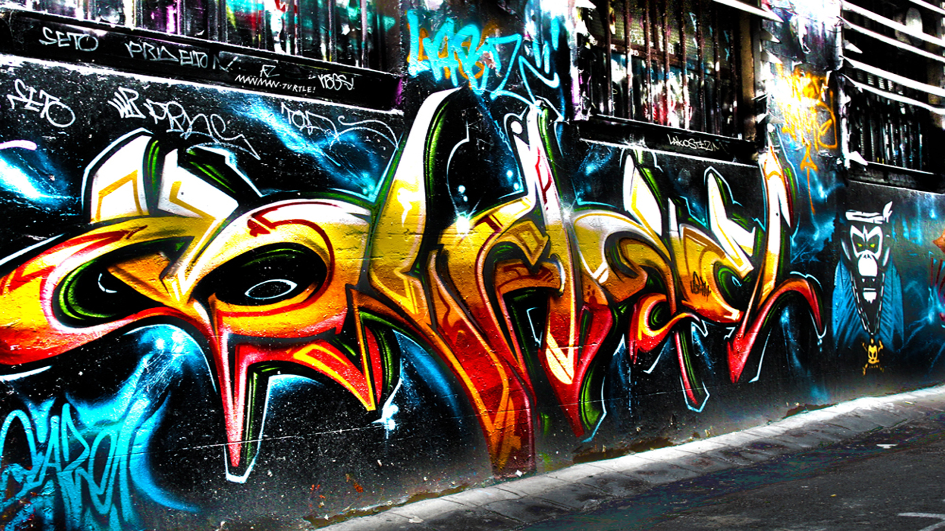 Street Graffiti on the Wall 2496.18 Kb