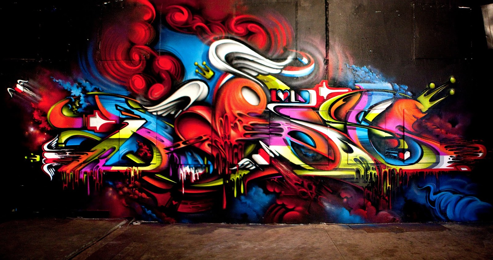 Bright Graffiti on the Wall 727.3 Kb