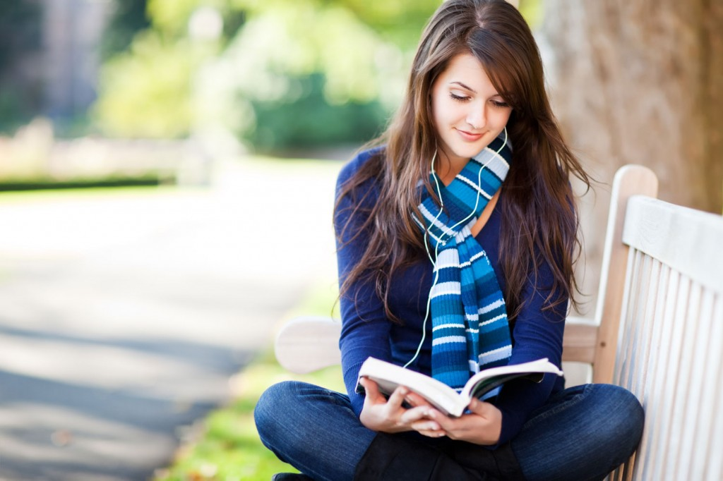Girl Reads a Book on a Bench 643.55 Kb