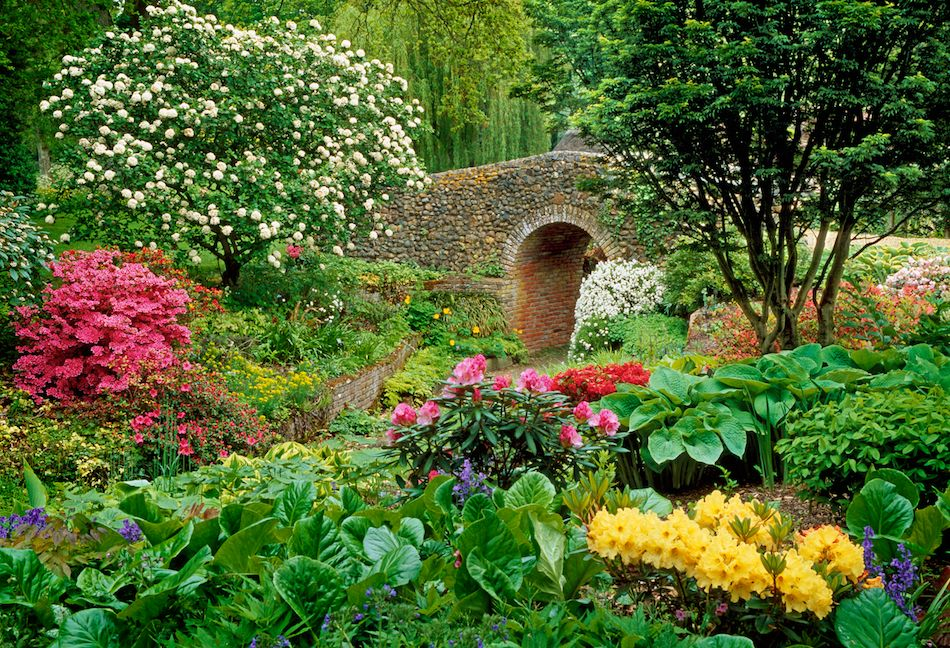 Stone Bridge in Flower Garden 2972.77 Kb