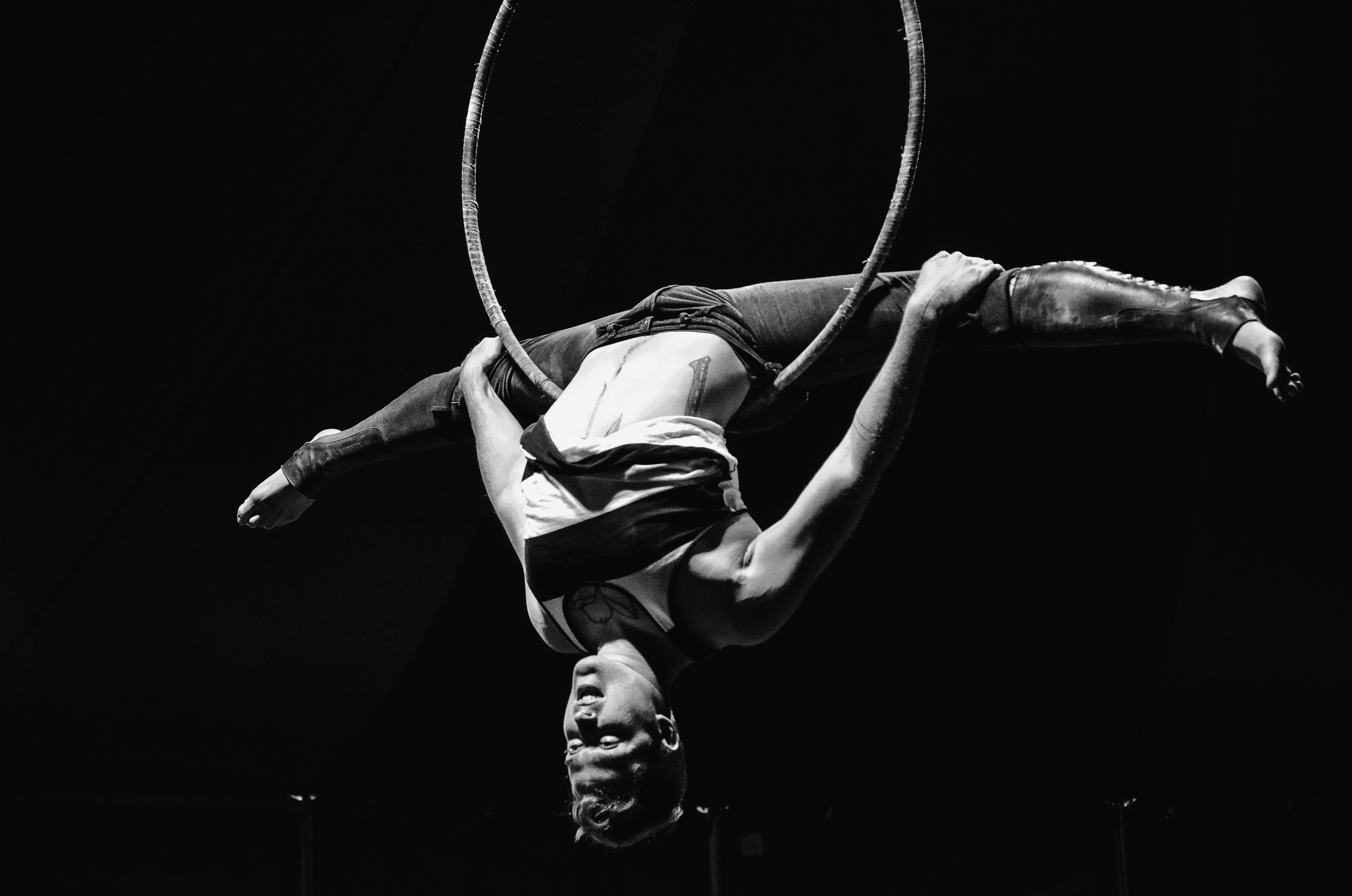Acrobat Trick on a Hula Hoop 147.29 Kb