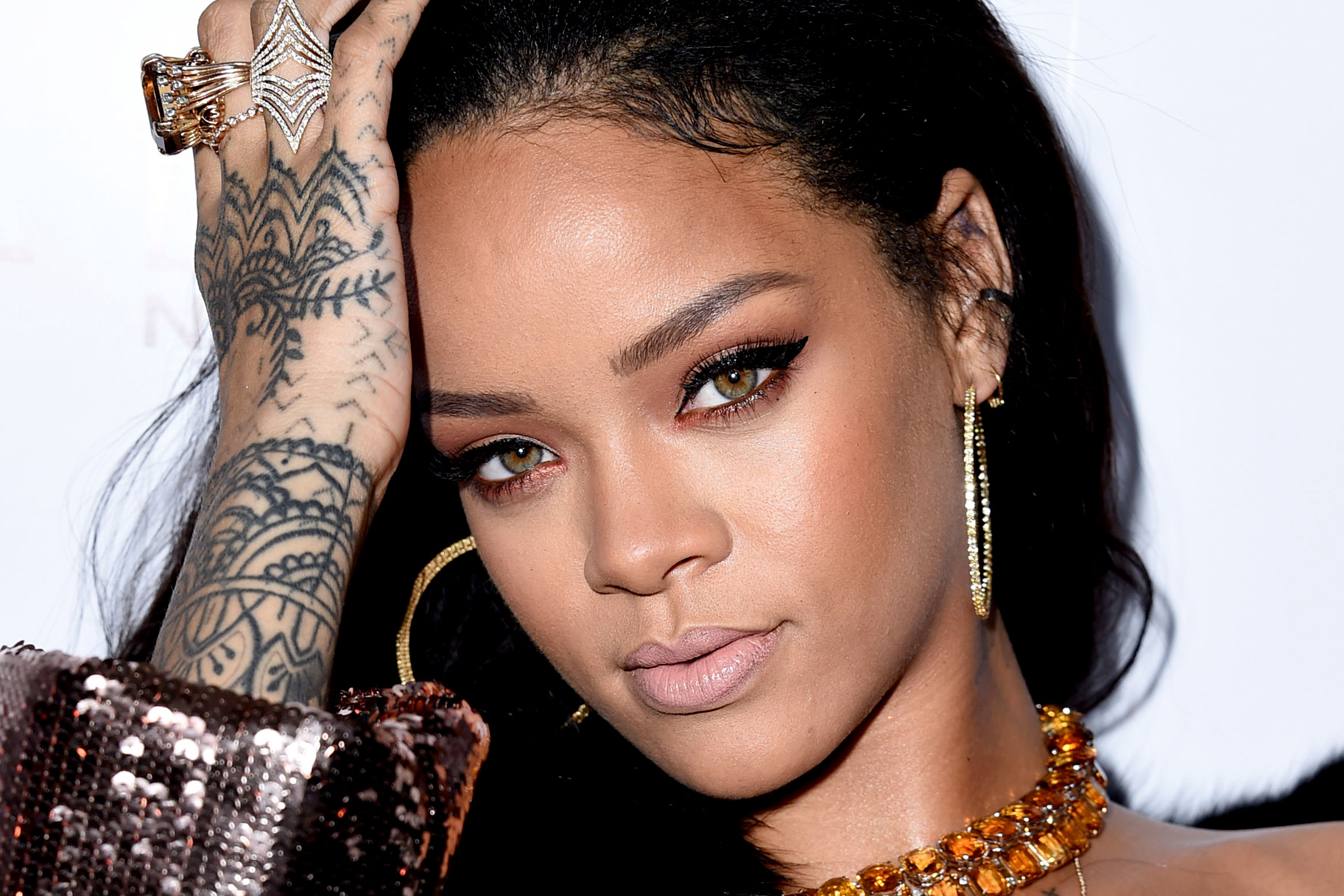 Rihanna Hand Tattoos 288.42 Kb