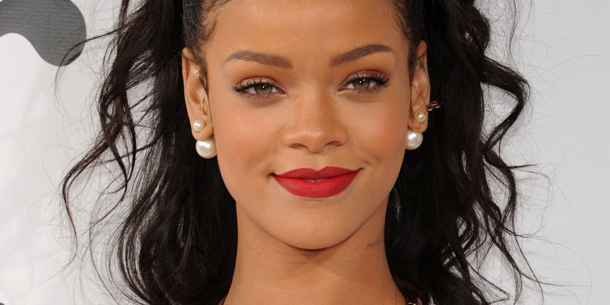 Rihanna Red Lipstick 434.66 Kb