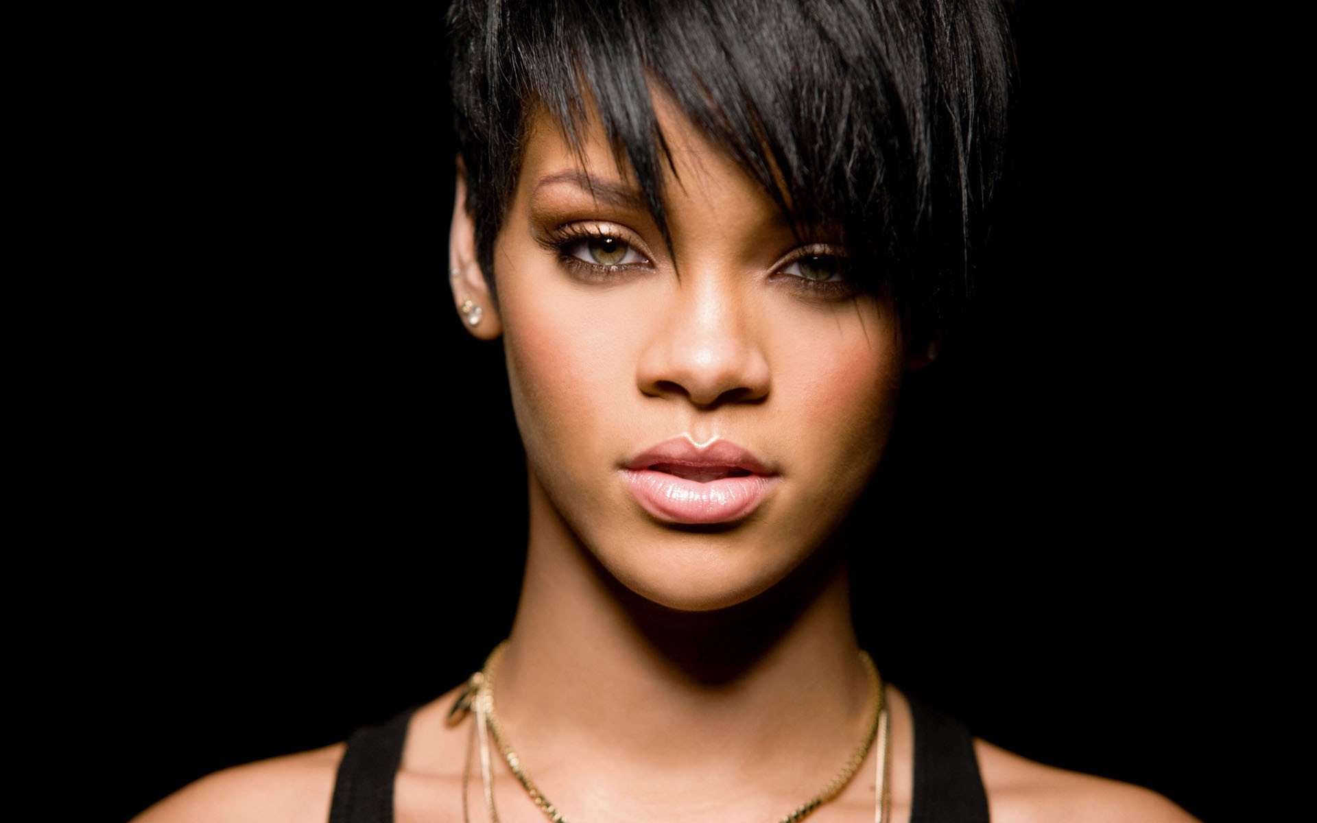 Rihanna Short Hair 434.66 Kb