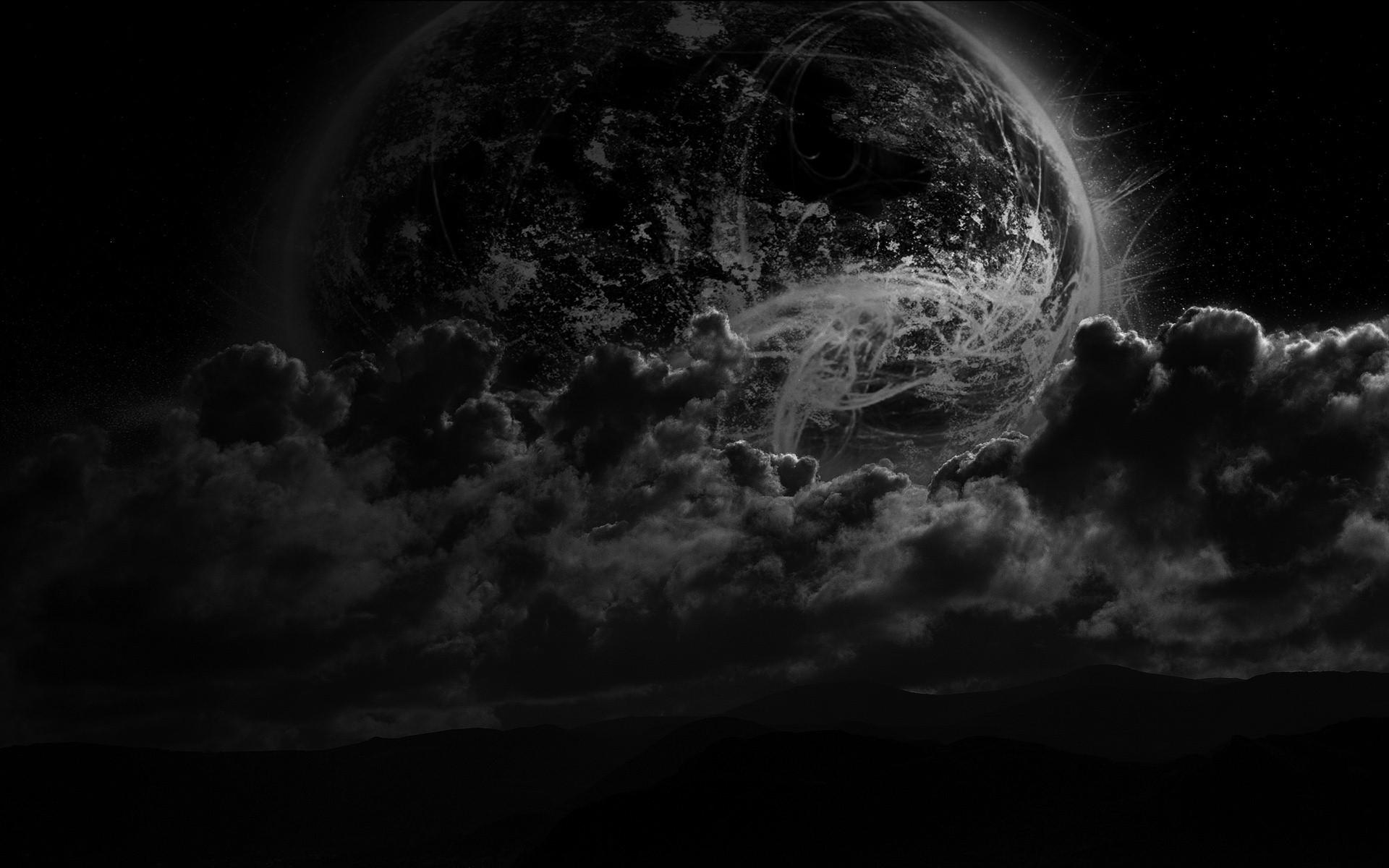 Planet in Clouds and Darkness 1579.16 Kb