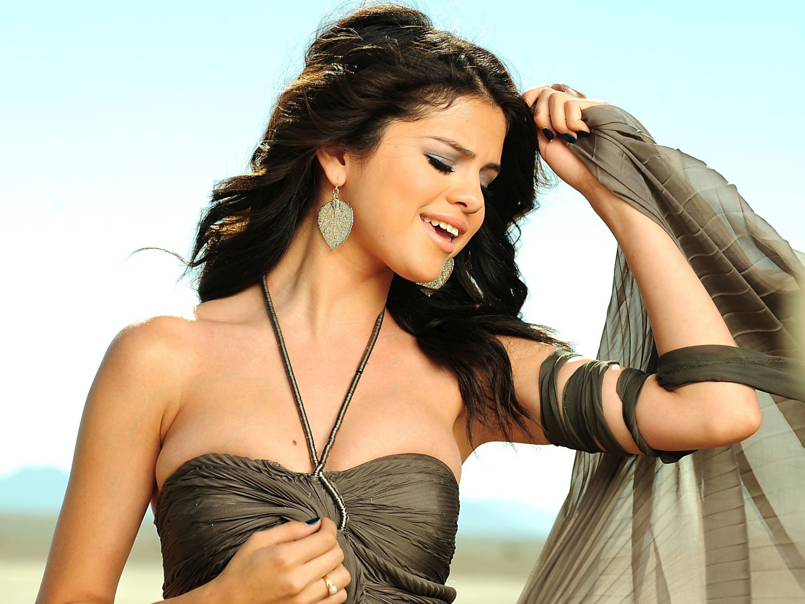 Selena Gomez A Year Without Rain 4185199 1600x1200 All