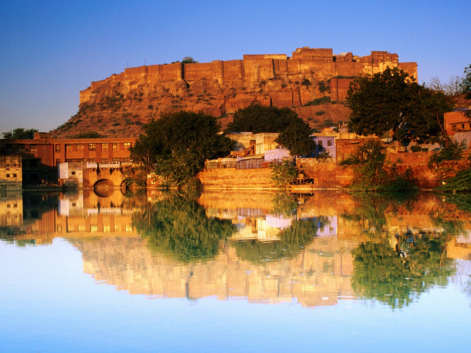 Fort Reflected Sunset India 219.21 Kb