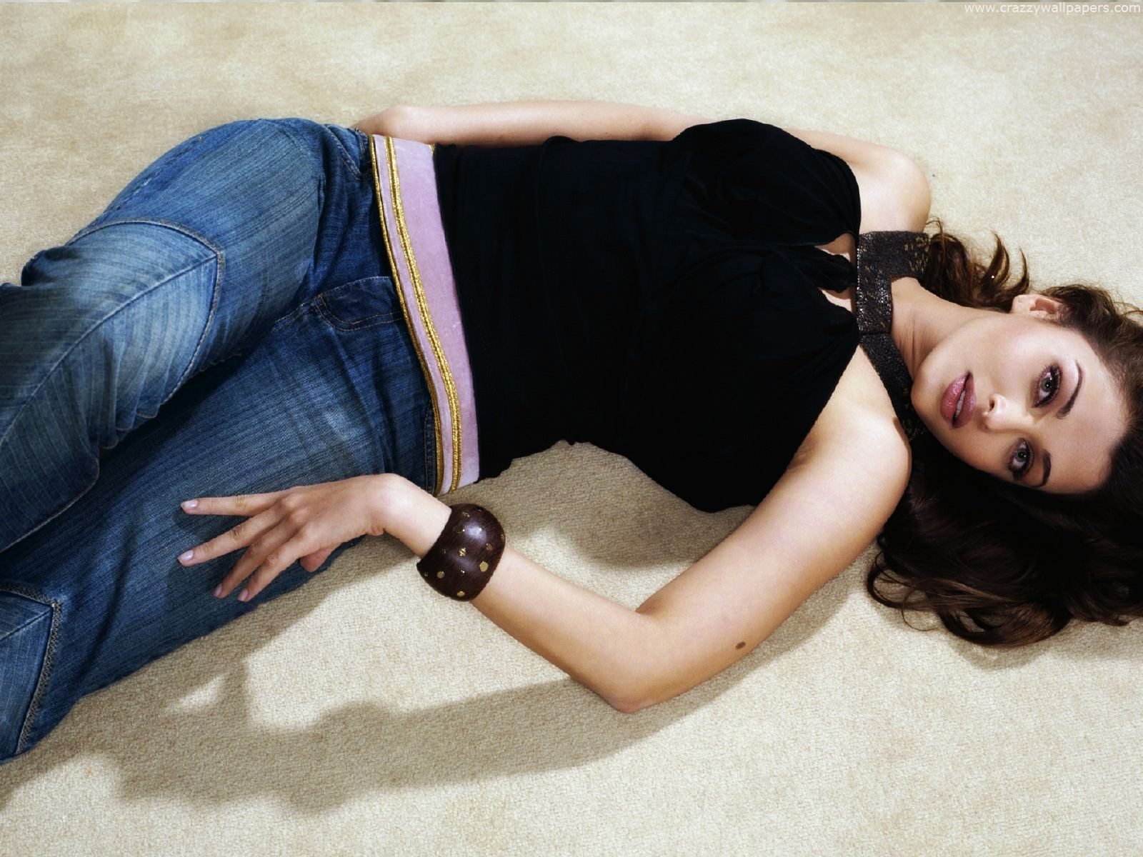 Aishwarya rai in black top and jeans