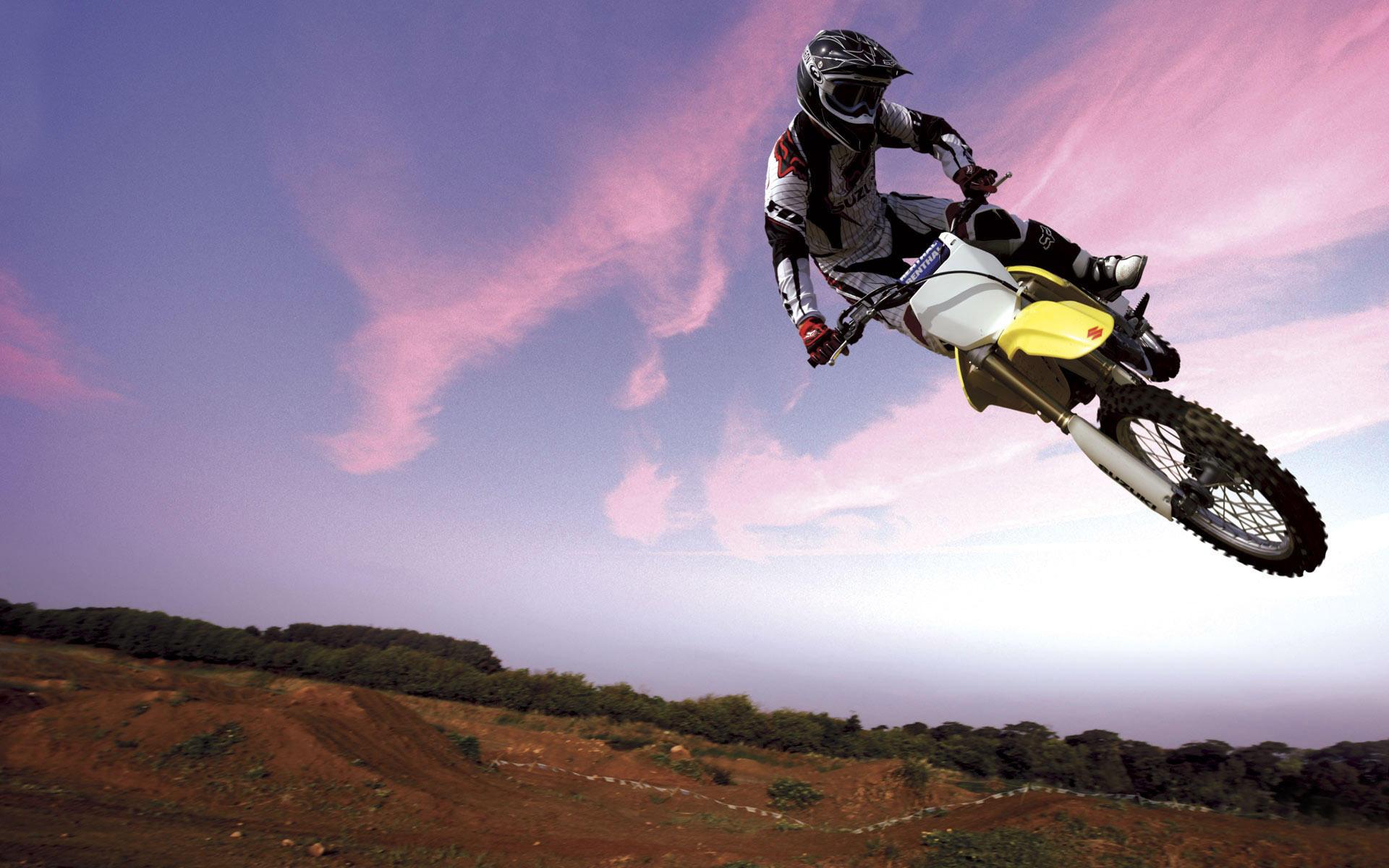 Motocross Bike in Sky 374.92 Kb