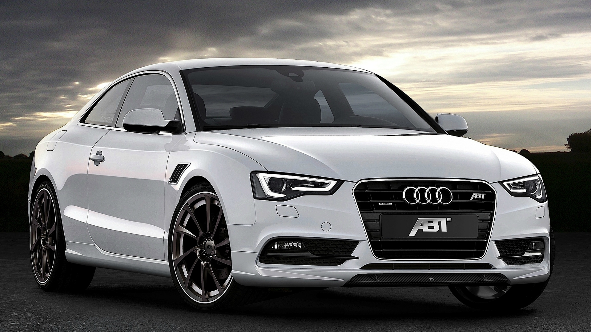 White Audi Front Look 380.38 Kb