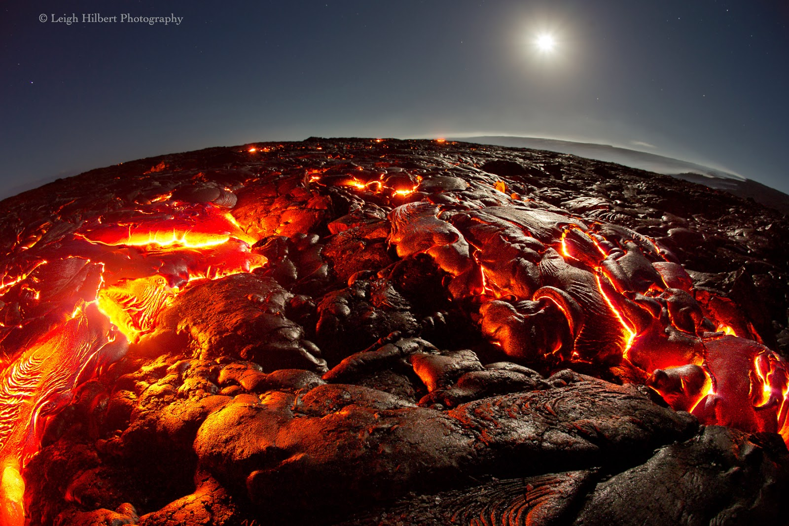 Lava Upwelling From the Depth of the Fissure 5322.63 Kb