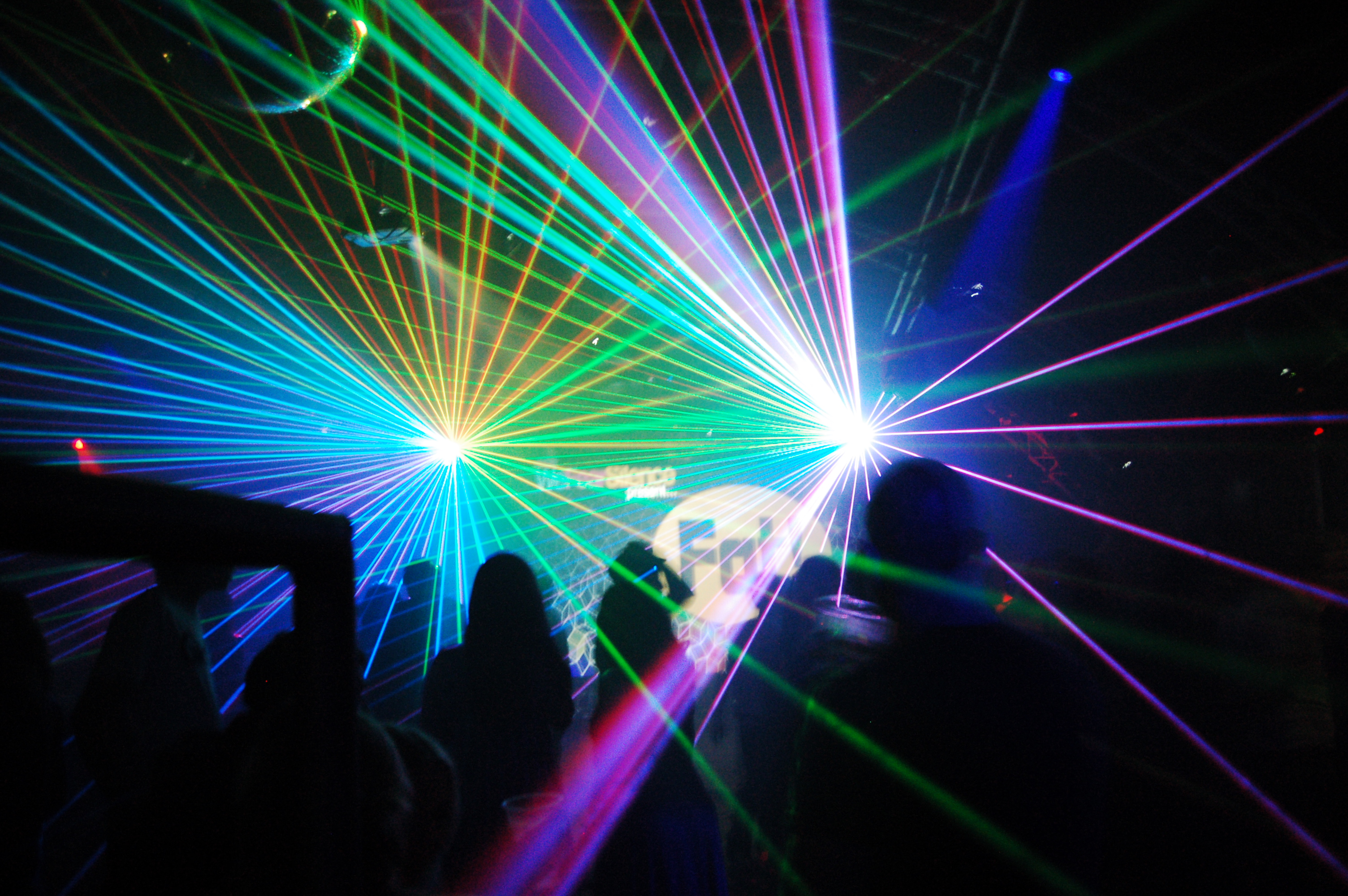 Laser Show in a Club 650.32 Kb