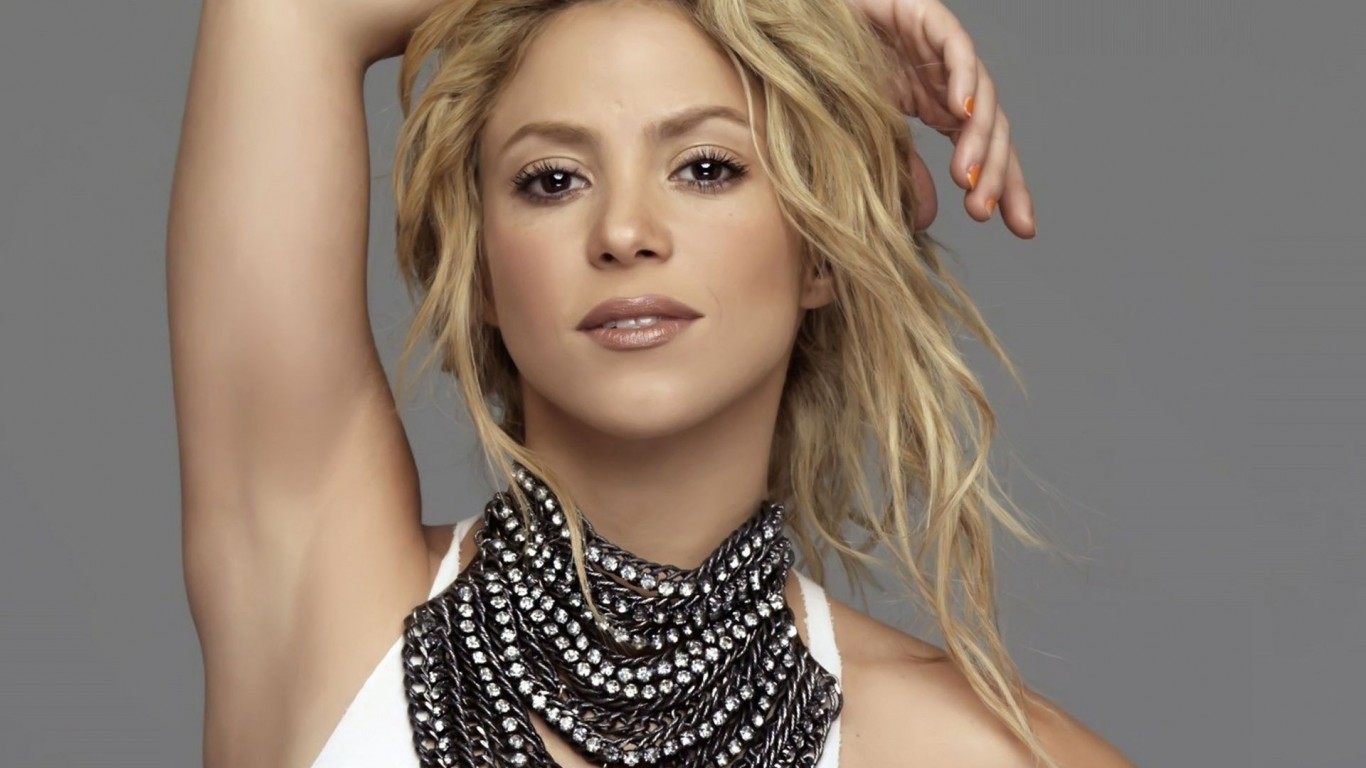 Shakira Choreographer and Model 353.34 Kb