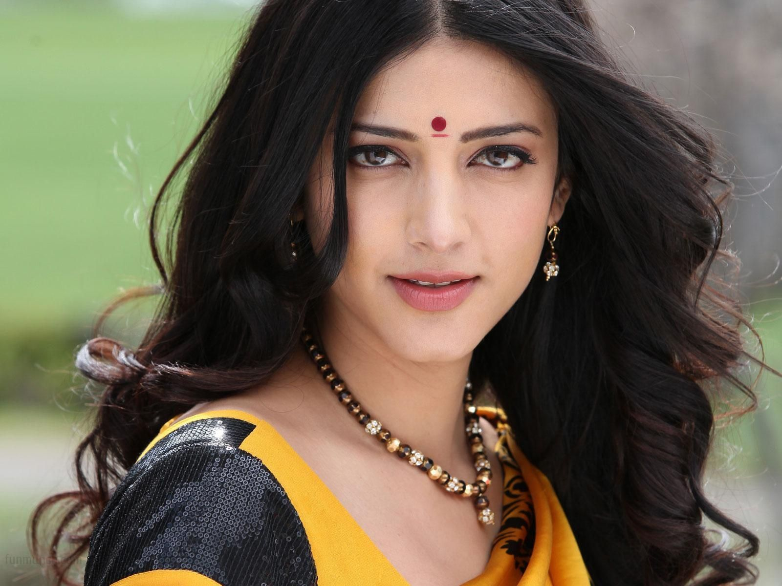Shruti Haasan Face